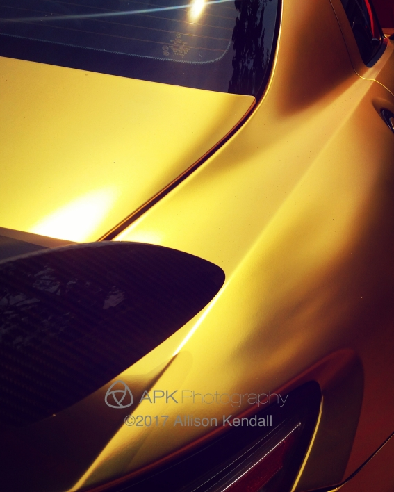 WM_Gold Mercedes abstract